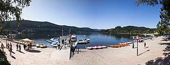Germany, Baden Wuerttemberg, Titisee-Neustadt, View of Lake Titisee - AM000648