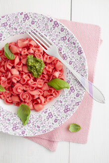 Homemade pink pasta with basil and pesto on plate - ECF000237