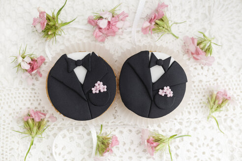 Groom cupcakes for wedding, close up - ECF000243