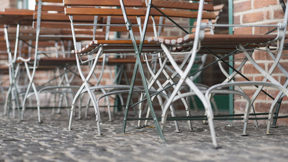 Germany, Duisburg, Folding chairs, close up - HL000212