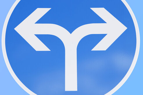 Traffic sign with arrows - SKF001472