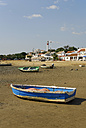 Spain, Andalucia, Huelva, Costa de la Luz, Cartaya, ebb tide at the beach in El Rompido, boats at the Rio Piedras river - MIZ000414