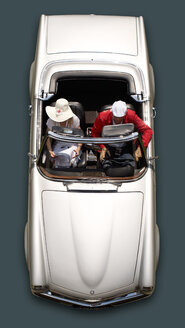 Germany, Hesse, Mature man and mature woman sitting in Mercedes Benz 280 SL Cabrio - BSC000322