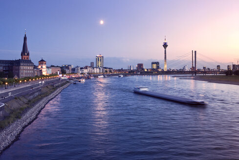 Germany, North Rhine-Westphalia, Dusseldorf, River Rhine at dusk - MFF000629