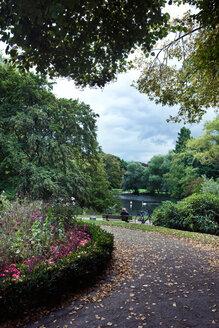 Germany, North Rhine-Westphalia, Dusseldorf, Volksgarten park - MF000633