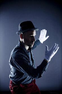 Man performing pantomime - CNF000006