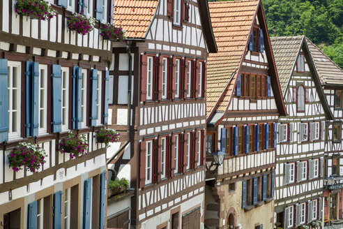 Germany, Baden Wuerttemberg, Half-timbered house in Staedtle town center - EL000316