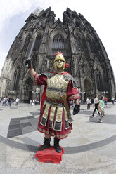 Germany, Cologne, Soldier in front of Cologne Cathedral - JAT000157