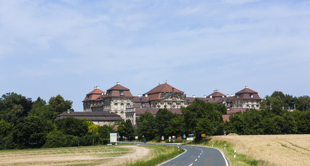 Germany, Bavaria, Pommersfelden, View of Weissenstein Castle - AM000811
