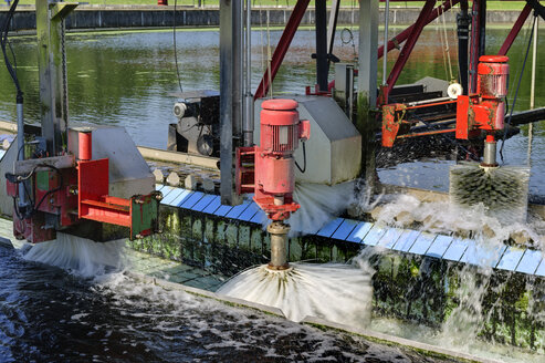 Germany, Baden-Wurttemberg, Cleaning of sedimentation tank of water treatment plant - LA000245