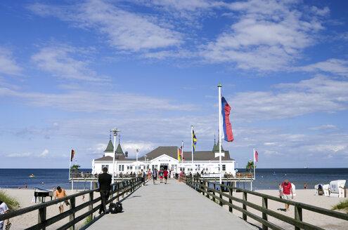 Germany, Mecklenburg-Western Pomerania, Usedom, pier of Ahlbeck - ALE000051