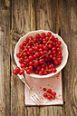 Bowl of red currants on napkin with fork, close up - OD000279
