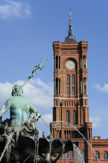 Germany, Berlin, Rotes Rathaus with Neptune fountain - MIZ000357