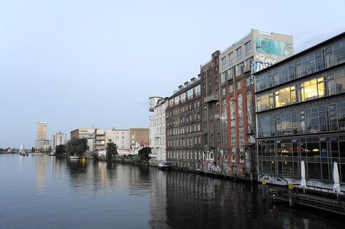 Germany, Berlin, Kreuzberg, Buildings at River Spree - MIZ000368