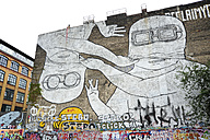 Germany, Berlin, Kreuzberg, Large graffiti at wall - MIZ000384