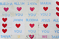 Germany, Berlin, Posters with words and hearts at wall - MIZ000386