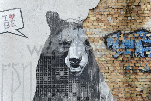Germany, Berlin, Treptow, Graffiti at wall - MIZ000387