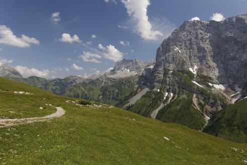 Austria, Tyrol, Karwendel Mountains, Path leading to the Falkenhuette, mountain cabin in Eng, Ahornboden region - GFF000216