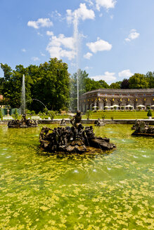 Germany, Bavaria, Franconia, Bayreuth, Hermitage, Water features in park - AM000850