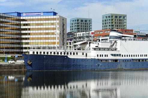 Belgium, Flanders, Antwerp, ship in the old Bonapartedok harbour - MIZ000408