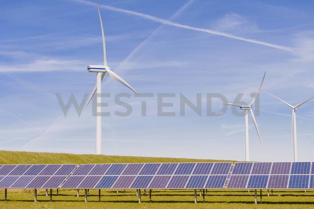 Germany, Schleswig-Holstein, View of solar panel and wind turbine in field - MJF000326 - Jana Mänz/Westend61