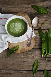 Wild garlic soup on table, close up - CZF000010