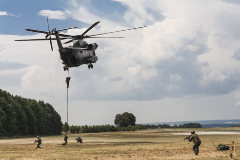 Germany, Baden Wuerttemberg, Laupheim.View of German Air Force Pararescuemen at combat exercise - HA000224