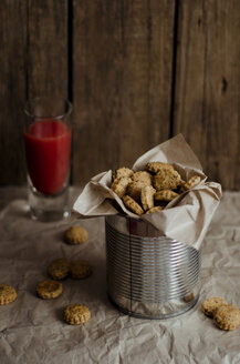 Cheese crackers with blood orange juice,close up - CZ000018