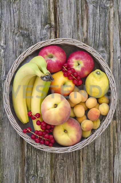 Basket filled with fruits, close up - OD000312