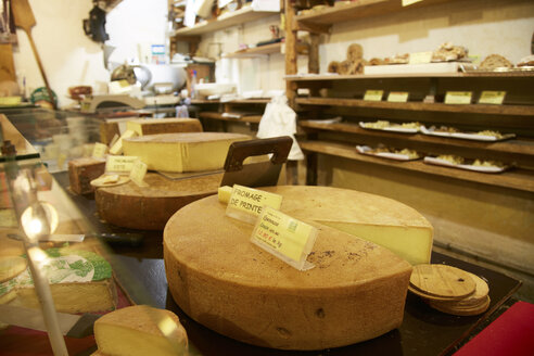 France, Cheese dairy in Franche Comte - DHL000009