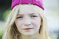 Germany, North Rhine Westphalia, Cologne, Portrait of girl with cap, close up - JATF000240
