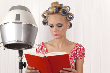 Young woman reading book - DRF000144
