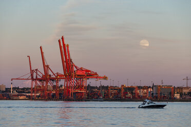 Canada, British Columbia, Vancouver Full moon over Vancouver Harbour, - FOF005202