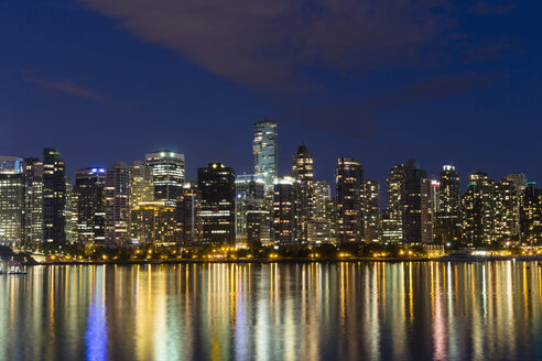 Canada, Skyline of Vancouver at night - FOF005239