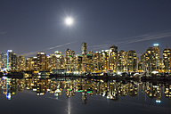 Canada, Vancouver, Marina with ships and skyline at night - FOF005232