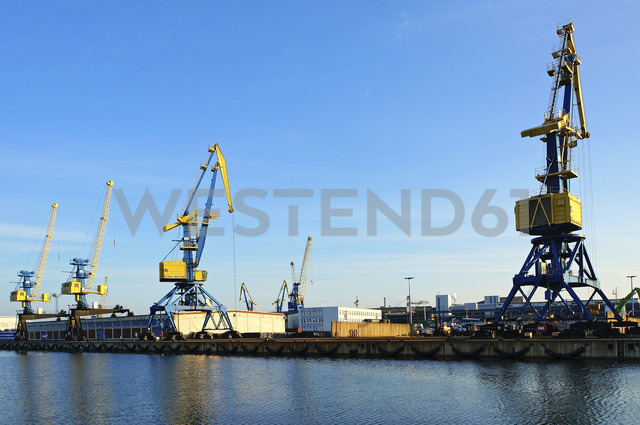Germany, View of harbour crane for wood transportation at Wismar wood harbour - HOH000213 - Fotomaschinist/Westend61