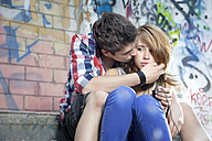 Germany, Berlin, Teenage couple falling in love - MVC000007