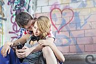 Germany, Berlin, Teenage couple falling in love - MVC000010