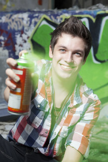 Germany, Berlin, Teenager with a spray can - MVC000021