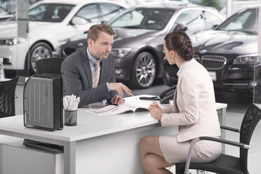 At the car dealer, Salesman talking to client - MLF000094