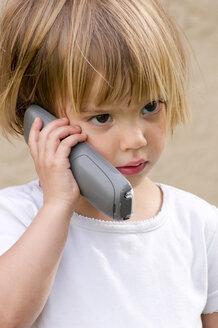 Germany, Baden-Wuerttemberg, Tuebingen, girl with telephone - LVF000201