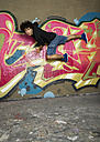 Germany, Stuttgart, Hall of Fame, Hip Hop dancer at airbrush wall - STSF000137