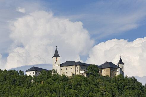 Austria, Carinthia, Gurktal, view to Schloss Strassburg - SIE004365