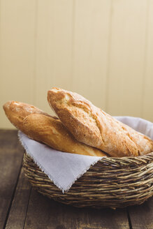 Fresh baguettes in basket, close up - ECF000331