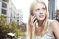 Young woman calling with smart phone - FEXF000037