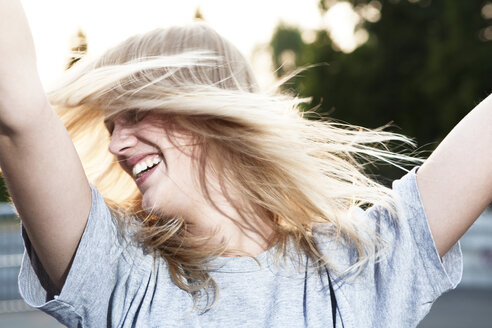 Young woman tossing her hair - FEXF000024
