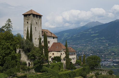 Italy, Alto Adige, Marlengo, view to Lebenberg castle - MHF000209
