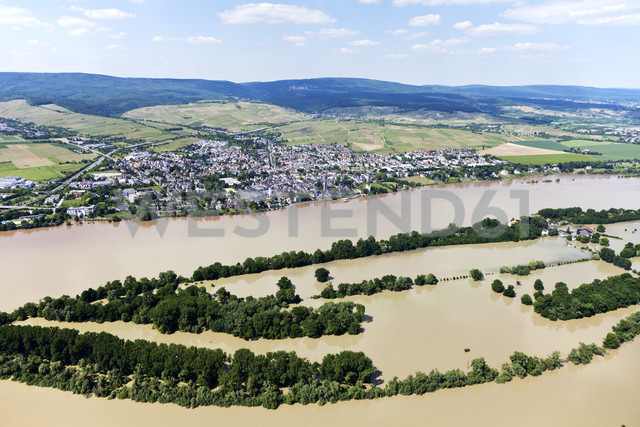 Germany, Hesse, High water of River Rhine at Eltville, aerial photo - CS019973 - Dieter Heinemann/Westend61