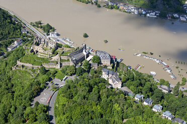 Germany, Rhineland-Palatinate, Sankt Goar, View of Rheinfels Castle at high water, aerial photo - CSF019986