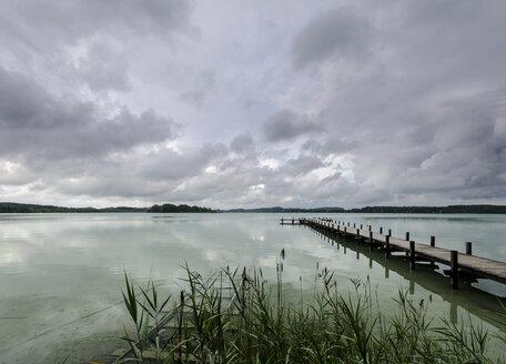 Germany, Bavaria, Lake Woerthsee - MBO000019